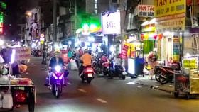Đường Nguyễn Thượng Hiền rộn ràng về đêm với nhiều món ăn ngon hợp khẩu vị Ảnh: HOÀNG HÙNG