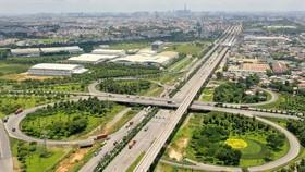 Xa lộ Hà Nội đoạn cầu vượt trạm 2 Ảnh: HOÀNG HÙNG