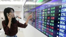 HOSE áp dụng giao dịch lô chẵn lên 100 cổ phiếu từ ngày 4-1