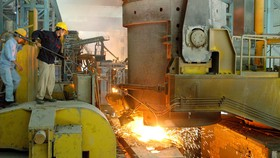 Sản xuất thép tại Nhà máy thép Phú Mỹ Ảnh: CAO THĂNG