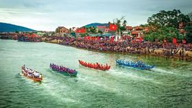 Lễ hội đua thuyền ở Quỳnh Phương, huyện Quỳnh Lưu, tỉnh Nghệ An.  Ảnh: MẠNH HÙNG