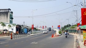 Cầu Phước Lộc nối 2 xã Phước Lộc - Phước Kiển của huyện Nhà Bè vừa thông xe ngày 7-1