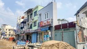 Nhà siêu mỏng là vấn nạn đô thị đông dân cư như TPHCM, việc giải tỏa bồi thường theo giá thị trường hoặc tái định cư không hề dễ.