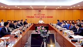 Bộ trưởng Bộ tài chính Đinh Tiến Dũng chủ trì buổi làm việc.