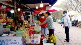 Khách hành hương thưa vắng tại phủ Tây Hồ, Hà Nội  (Ảnh chụp vào ngày 11-3)