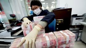 """Trung Quốc: Kiềm chế  tăng trưởng để giải quyết """"núi nợ"""""""