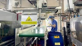 Giá nguyên liệu nhựa tăng mạnh, doanh nghiệp lao đao