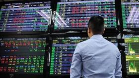 Vốn ngoại ồ ạt rút khỏi thị trường?