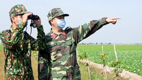 Lực lượng biên phòng An Giang tăng cường tuần tra khu vực biên giới để phòng chống dịch Covid-19 Ảnh: NGUYỄN THANH