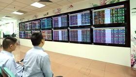 VN Index tăng mạnh gần 22 điểm và tiếp tục xác lập mốc lịch sử