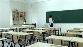 Dạy trực tuyến cũng như sản xuất các video hướng dẫn các em học sinh ôn tập kiến thức, rèn luyện kỹ năng sống.