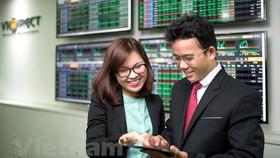 Bất ngờ đảo chiều, VN Index bứt phá tăng 13 điểm