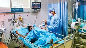 Điều trị bệnh nhân mắc Covid-19 tại Ấn Độ.
