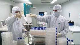 Thủ tướng: Tạo mọi điều kiện để sớm sản xuất vaccine phòng COVID-19