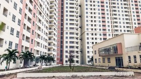 Hàng ngàn căn hộ khu tái định cư Thủ Thiêm hiện đang bỏ hoang.