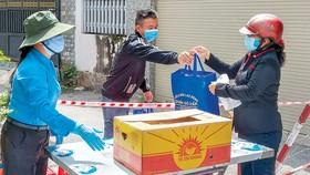 TPHCM nhanh chóng hỗ trợ người nghèo để đẩy mạnh cuộc chiến chống covid.