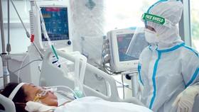 Trang bị thiết bị mới, hiện đại sẽ giúp việc điều trị bệnh nhân được thuận lợi hơn tại Bệnh viện Hồi sức Covid-19, TP Thủ Đức, TPHCM. Ảnh: HOÀNG HÙNG