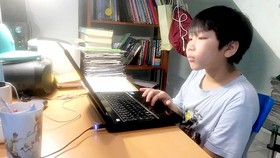 Băn khoăn chuyện học trực tuyến