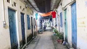 Những khu nhà trọ san sát  hiện nay tại các đô thị lớn rất khó cho vấn đề chống dịch.