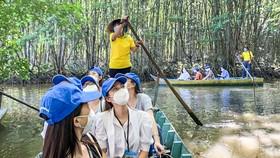 Những chiến sĩ tuyến đầu chống dịch trải nghiệm tour du lịch tại Cần Giờ sau khi TPHCM trở lại bình thường mới.