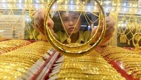 Vàng, chứng khoán đồng loạt tăng giá