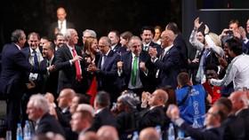 Các đại diện Bắc Mỹ ăn mừng ở Đại hội toàn thể FIFA.