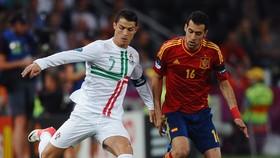 Ronaldo (Bồ Đào Nha) và Sergio Busquets (Tây Ban Nha)