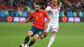 Hậu vệ Dani Carvajal (trái, Tây Ban Nha)