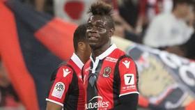 HLV Patrick Vieira hài lòng khi Mario Balotelli ở lại Nice