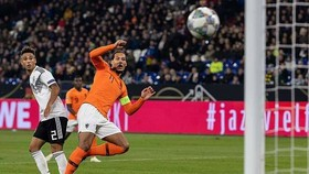 Pha ghi bàn đẹp mắt của Van Dijk.