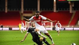 Monaco (phải) yếu kém đến dộ thua cả đội chót bảng Guingamp trên sân nhà