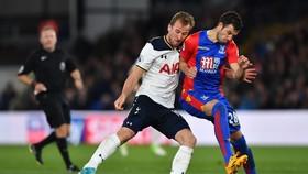 Vắng Harry Kabne (trái) ai sẽ tghi bàn cho Tottenham.