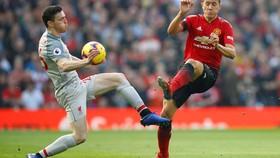 Hòa Man United, Liverpool lấy lại ngôi đầu bảng