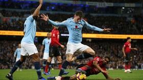 Kyle Walker vận động fan Quỷ đỏ: Đừng để Liverpool vô địch!