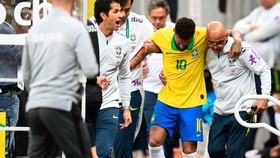 Mùa hè đầy sóng gió với Neymar
