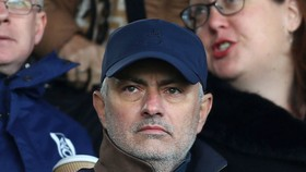 Jose Mourinho từ chối hợp đồng kỷ lục 100 triệu Euro