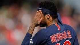 PSG tự biết Neymar bận việc?