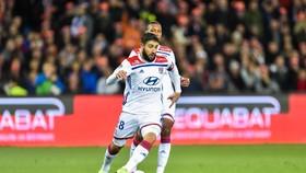"""Nabil Fekir """"thoát chạy"""" khỏi Lyon"""