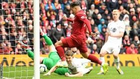 Roberto Firmino xuyên phá phòng tuyến Burnley