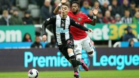 Newcastle - Man United 1-0: Nhóc Longstaff ghi bàn, Chích chòe nhấn chìm Quỷ đỏ