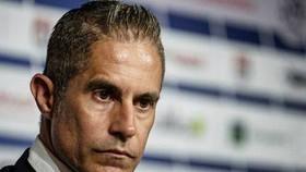 Lyon sa thải HLV Sylvinho
