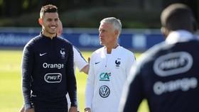 HLV Didier Deschamps lo lắng hàng công khi mất Mbappe