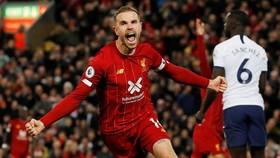 Thắng Tottenham, Liverpool vươn đến đỉnh cao phong độ.