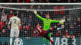 Joshua King ghi bàn thắng đẹp trước De Gea