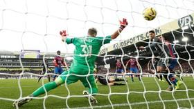 Caglar Soyuncu mở tỷ số cho Leicester.