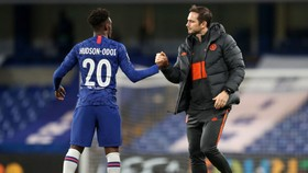 Hudson-Odoi ở lại Chelsea vì Lampard