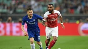 Mateo Kovacic bám sát Alexandre Lacazette (Arsenal)