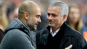 Pep Guardiola tung khăn trắng, Mourinho sớm biết Liverpool sẽ soán ngôi vô đĩch