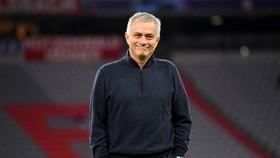 Mourinho loại bỏ Man United khỏi cuộc đua tốp 4