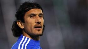 Cựu thủ môn Barcelona nhập viện vì cúm Covid-19